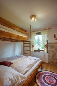 Vila Sekvoj - ubytování Harrachov - pokoj 1 - postel
