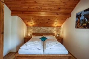 Vila Sekvoj - ubytování Harrachov - pokoj 3 - postel