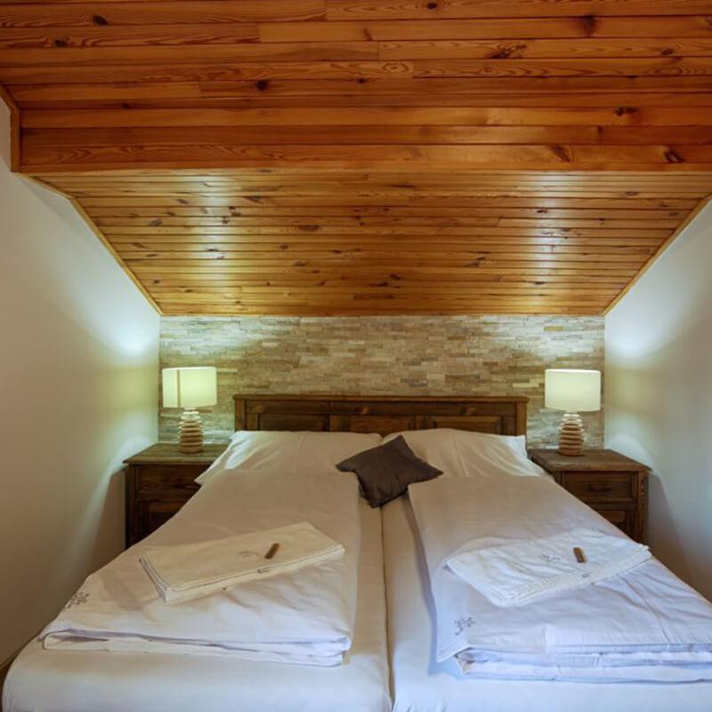 Vila Sekvoj - ubytování Harrachov - pokoj 4 - postel