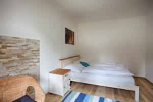 Vila Sekvoj - ubytování Harrachov - pokoj 5 - postel